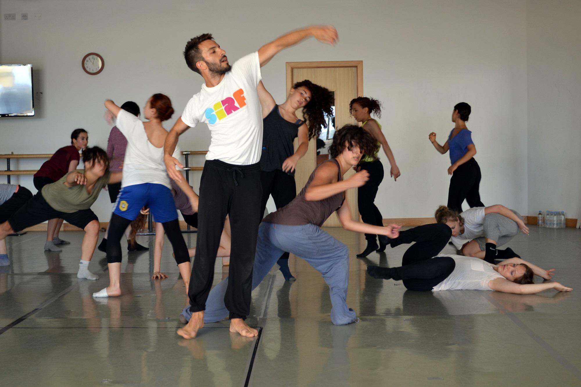 ŻfinMalta dancer Kostas Papamatthaiakis leading the improvisational part of the session.